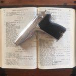 Osoby duchowne wyznań chrześcijańskich powinny móc posiadać broń do obrony własnej.