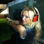 Doda ma pozwolenie na broń.