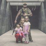 Mąż, żona, dzieci, karabiny – rodzina na strzelnicy
