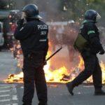 Niemcy. Starcia policji z antyglobalistami, skonfiskowano broń domowej roboty