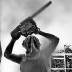 Szwajcaria. Szaleniec atakujący piłą spalinową schwytany, wcześniej karany za nielegalne posiadanie broni