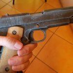 Pistolet znaleziony na śmietniku