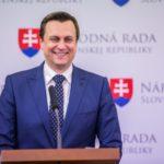 Przewodniczący parlamentu Słowacji postuluje wpisanie do konstytucji prawa do posiadania broni
