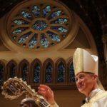 Arcybiskup Chicago wprowadził zakaz posiadania broni na terenie nieruchomości kościelnych