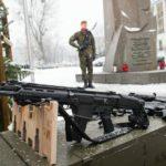 """Przekazanie karabinków """"GROT"""" dla Wojsk Obrony Terytorialnej"""