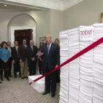 """Prezydent wolnego świata Donald Trump: """"Jesteśmy tu w jednym celu, by pozbyć się nadmiernej biurokracji."""""""