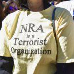 Lewicowa młodzież w USA wyszła na ulice przeciwko prawu posiadania broni