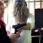 Niepełnosprawni na strzelnicy