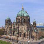 W ewangelickiej katedrze w Berlinie policjant strzelał do nożownika