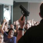 Jedno z hrabstw w Virginii postanowiło uzbroić nauczycieli w broń palną uznając, że to optymalny sposób walki ze strzelaninami w szkołach