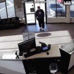 Bandycie w trakcie rozboju wypadł pistolet, przestępca uciekł