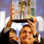 W Brazylii obietnica dostępu do broni dla praworządnych Brazylijczyków sprawia, że rośnie poparcie dla konserwatywnego kandydata