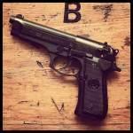Dostęp do broni powszechny, czy jednak reglamentowany ?