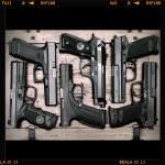 Do oskarżycieli broni palnej.