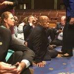 Strajk okupacyjny w amerykańskim Kongresie. Chodzi o broń.