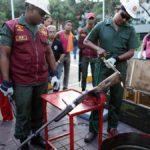 Wenezuela odbiera cywilom i niszczy broń palną, przestępczość wciąż wzrasta.