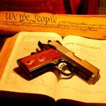 Druga Poprawka do Konstytucji USA, czyli prawo do posiadania i noszenia broni, ma ścisły związek z protestanckimi korzeniami Ameryki