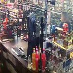 Z cyklu broń ratuje życie: uzbrojona właścicielka sklepu skutecznie broni się przed uzbrojonym rozbójnikiem