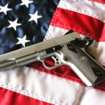 Kolejny miesiąc, kolejny rekord sprzedaży broni – w USA instynkt samozachowawczy ludzi działa poprawnie