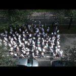 W Liege w Belgii marsz z białymi balonikami dla upamiętnienia trzech ofiar dżihadysty – czy Europejczycy to kompletni idioci?