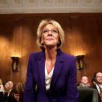 Departament Edukacji USA rozważa wykorzystanie funduszy federalnych na zakup broni i szkolenia strzeleckie dla nauczycieli