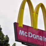 Z cyklu broń ratuje życie: uzbrojony ojciec w McDonalds powstrzymał masowe morderstwo strzelając do przestępcy