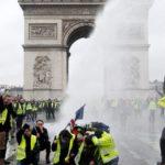 Francuski rząd rozważa wprowadzenie stanu wyjątkowego, bo ludzie się buntują z powodu podwyżek podatków