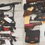 Są przestępcy specjalizujący się w handlu nielegalną bronią – przykład z Warszawy i Francji