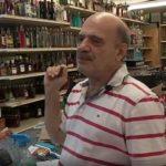 Z cyklu  broń ratuje życie: uzbrojony pracownik sklepu z alkoholem postrzelił uzbrojonego sprawcę napadu