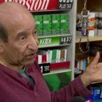 Z cyklu broń ratuje życie: 80 letni właściciel sklepu strzela do uzbrojonych złodziei