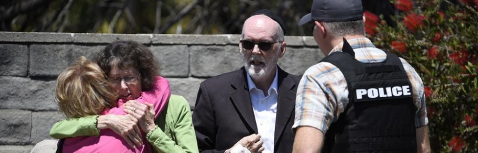 Z cyklu broń ratuje życie: w synagodze Chabad-Lubawicz w Poway w Kalifornii uzbrojony Żyd zmusił mordercę z karabinem do ucieczki