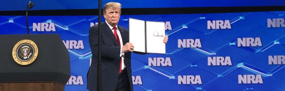 Prezydent Trump zapowiada na konwencji Narodowego Stowarzyszenia Strzeleckiego Ameryki (NRA) wycofanie się USA z traktatu o handlu bronią