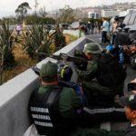 Czy w Wenezueli zaczyna się siłowe obalenie socjalistycznego dyktatora Maduro? Kto ma armię (broń) ten ma rząd!