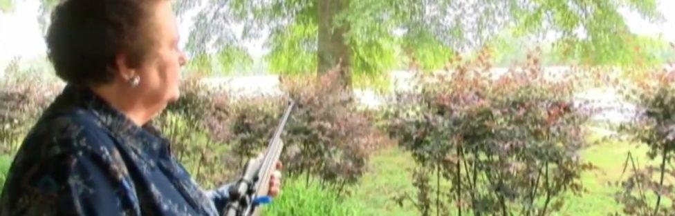 Z cyklu broń ratuje życie: babcia z karabinem zatrzymała przestępcę