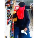 Z cyklu broń ratuje życie: przestępca z bronią w ręku napadł na sklep, został postrzelony przez uzbrojonego pracownika