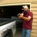Z cyklu broń ratuje życie: uzbrojony ojciec zatrzymał złodzieja samochodu, w którym był 10-letni chłopiec