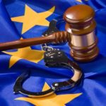 Posiadanie broni, pozbawionej cech użytkowych na terenie innego państwa UE na podstawie rozporządzenia Komisji (UE) ustanawiającego wspólne wytyczne pozbawiania broni cech użytkowych, nie jest przestępstwem z art. 263§2 kk
