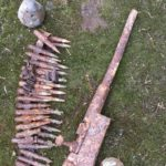 Odkryta podczas prac polowych broń trafiła do muzeum po stwierdzeniu jej niezdatności do użycia – czyli jednak można złom uznać za złom, a nie za groźną broń