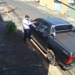 Z cyklu broń ratuje życie: napadnięty właściciel auta miał broń, to zła wiadomość dla przestępcy