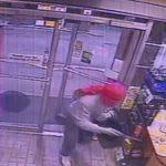 Z cyklu broń ratuje życie: napastnik z nożem powstrzymany przez uzbrojonego sprzedawcę na stacji benzynowej