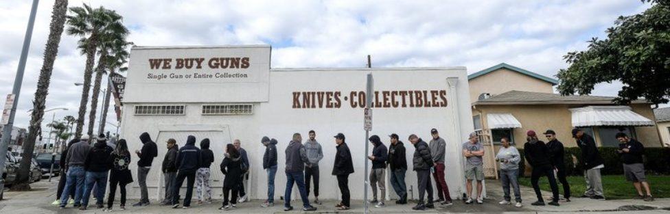 Najnowsze dane: niebotyczna sprzedaż broni w USA i wielki ból głowy lewicowców