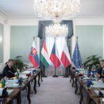 Premier Węgier: trzeba powstrzymać migrantów na Bałkanach