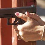 Z cyklu broń ratuje życie: 65-letnia pani skutecznie odpiera atak 19-letniego włamywacza
