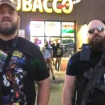 Policjanci z Minneapolis zamordowali czarnoskórego mieszkańca miasta, prowokując zamieszki – uzbrojeni obywatele pilnują porządku