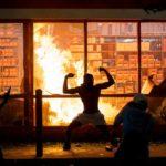 Terroryści z lewicowej Antify podpalają Amerykę wykorzystując jako pretekst zabójstwo Floyda dokonane przez policjanta z rządzonej przez Demokratów Minnesoty