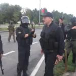 Każda dyktatura opiera się o karabin w ręku tyrana – Łukaszenka z karabinem przed kamerami