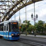 Z cyklu policja nie zapewniła bezpieczeństwa: policjant pobity w tramwaju przez bandę nastolatków