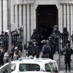 """Islamski """"bohater"""" ściął głowę kobiecie w bazylice Notre Dame w Nicei"""