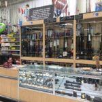 Walmart przed wyborami wycofuje z półek swoich sklepów broń i amunicję