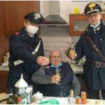 Starszy pan spod Bolonii zadzwonił po karabinierów w Wigilię aby mógł z nimi wznieść świąteczny toast